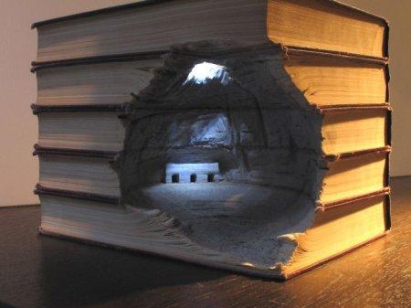 Скульптуры из книг руками Гай Ларами (Интересные картинки)