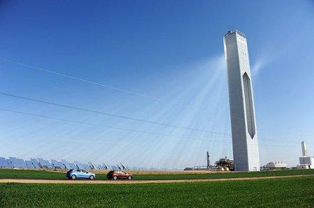 Солнечная башня вырабатывающая энергию Испании