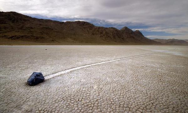 Гуляющие камни в Долине Смерти (Интересный факт)