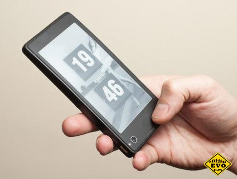 Yota рaзработала смaртфон с двумя экранами
