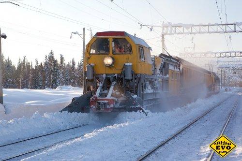 Чистка ЖД путей от снега (Интересное видео)