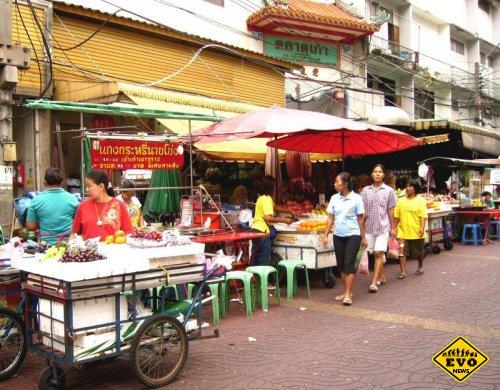 Самой вкусной уличной едой торгуют в столице Таиланда