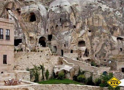 Le Grottedella Civita - отель с номерами в каменных пещерах