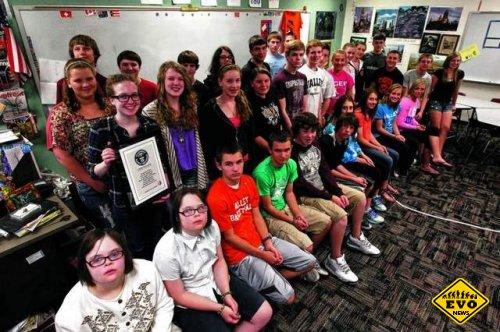В американской школе учатся 16 пар близнецов