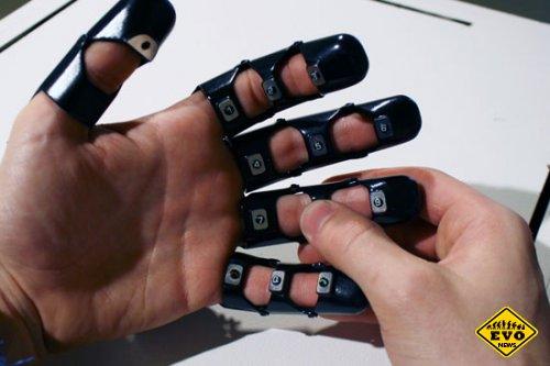 Телефон в виде перчатки прост, но вполне работоспособен