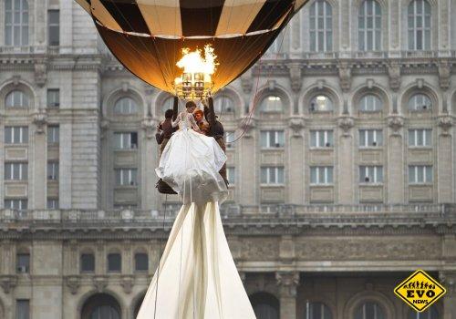 Демонстрации свадебного наряда с воздушного шара