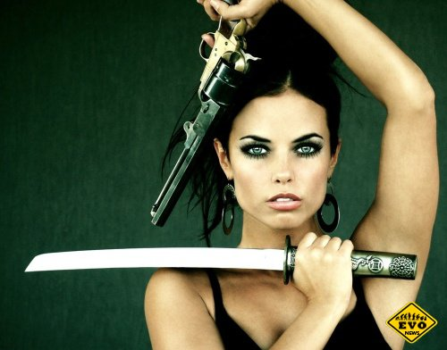 Девушки с оружием (Подборка картинок)