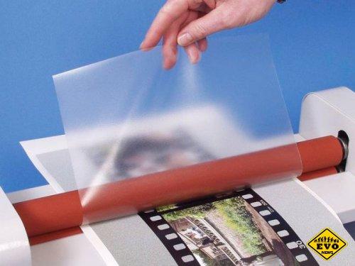 Процесс скрепления пленки с бумажной основой