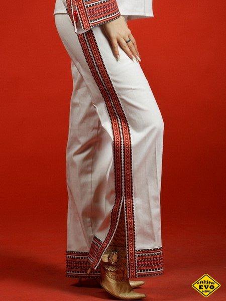 Женские вышитые штаны сейчас в моде