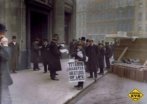 Мальчик раздает газету с новостями о крушении Титаника