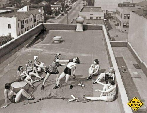 Женский бокс на крыше, 1930 год (фотография)
