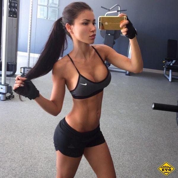 Спортивные девушки с подтянутой фигурой