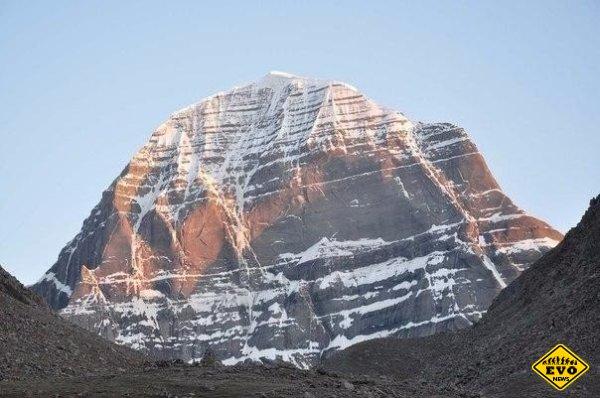 Почему гора Кайлас - странное место?