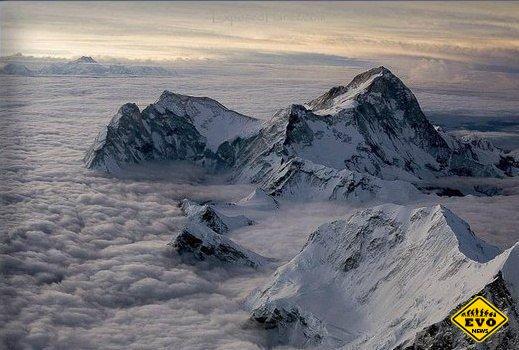 Самая высокая точка Земли — вершина Эверест
