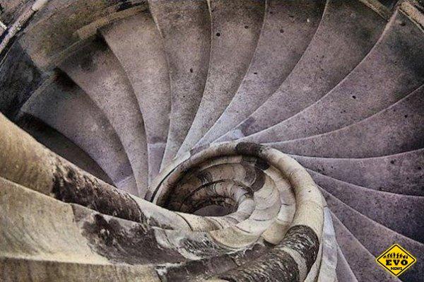 Секрет: винтовых лестниц в башнях средневековых замков