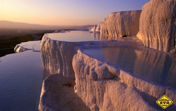 Уникальные природные бассейны Памуккале (Турция)