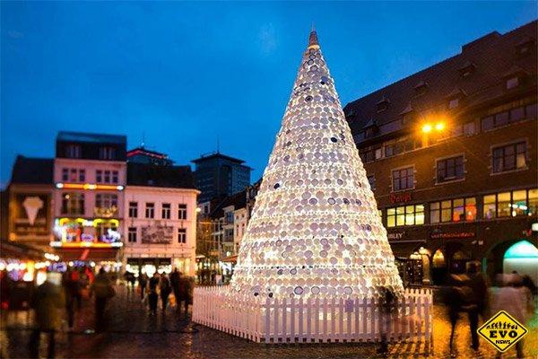 Фарфоровая новогодняя елка в Бельгии