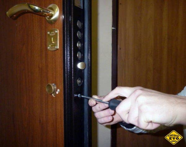 Ремонт металлических входных дверей: самые распространенные причины неисправности