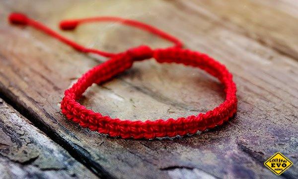 Какими магическими свойствами обладает браслет из красной нити с золотом?
